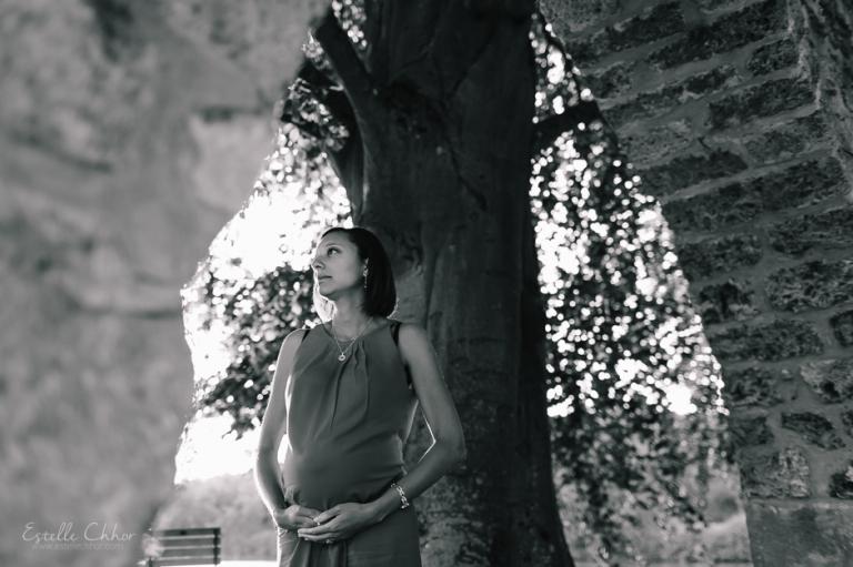 séance photo noir et blanc femme enceinte