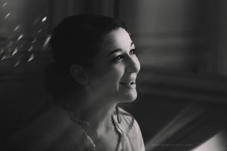 photo préparatifs de la mariée en noir et blanc