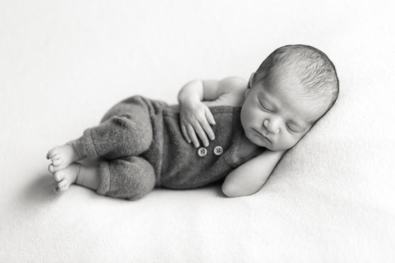 photos de nouveau-né avec accessoires