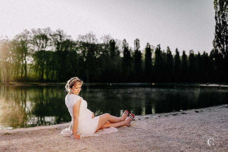 shooting photo maternité au bord du lac