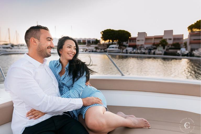 séance photo grossesse sur un bateau grande motte