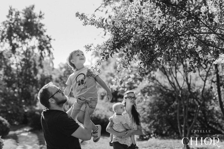 seance photo famille lifestyle en extérieur